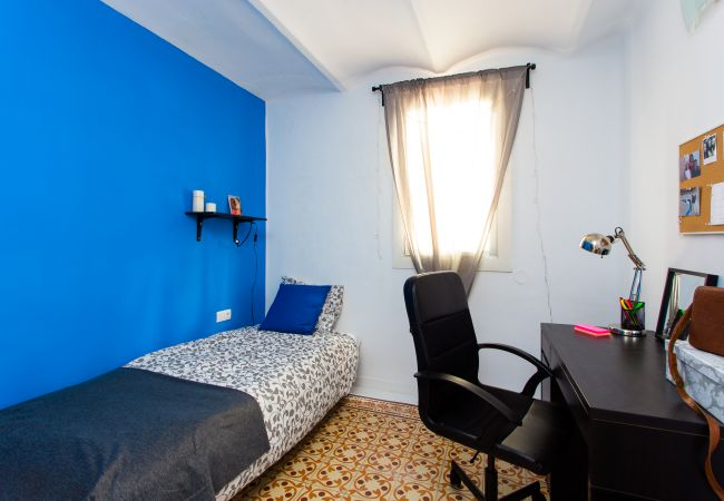 Rent by room in Barcelona - Enamorats Residence H4