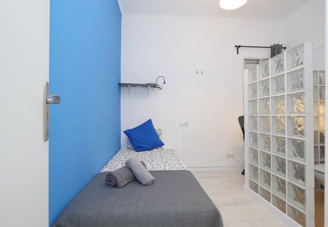 Rent by room in Barcelona - Clot Residence H1