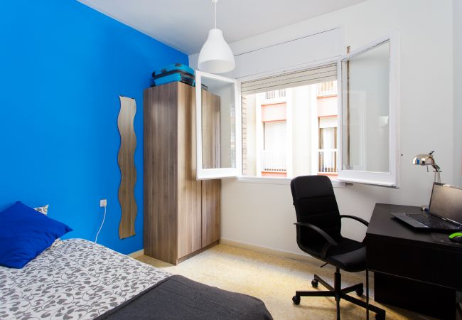 Rent by room in Barcelona - Tetuan Residence H5