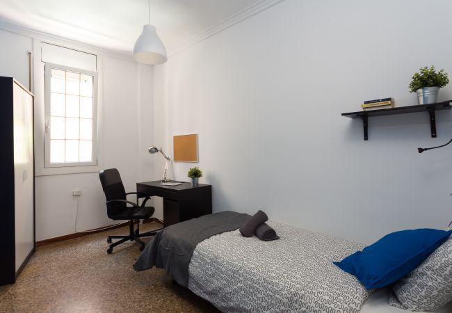 Rent by room in Barcelona - Parallel 1 Residence H3