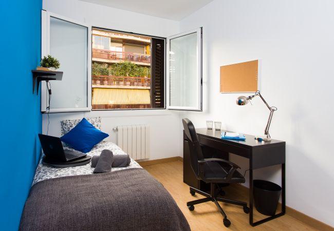 Rent by room in Barcelona - Entença Residence H4