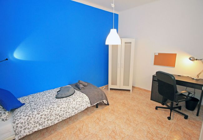 Rent by room in Barcelona - San Pau Residence H4