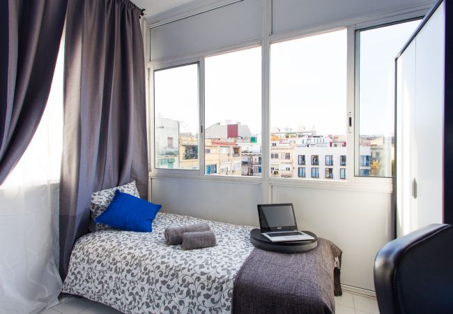 Rent by room in Barcelona - Urgell Residence H4