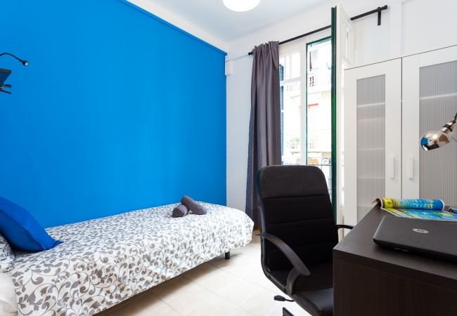 Rent by room in Barcelona - Parallel 4 Residence H4