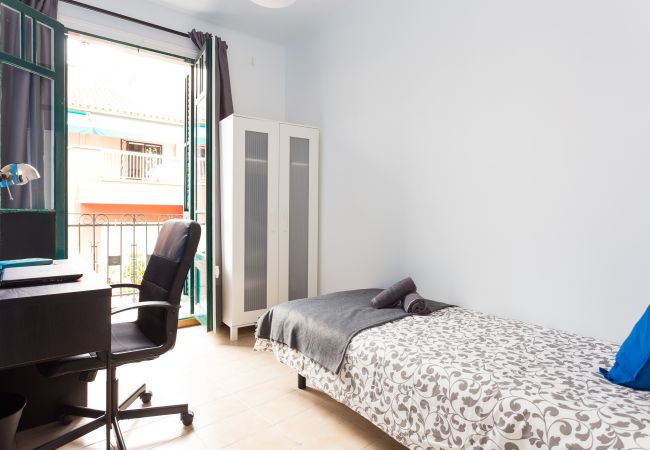 Rent by room in Barcelona - Parallel 4  Residence H1