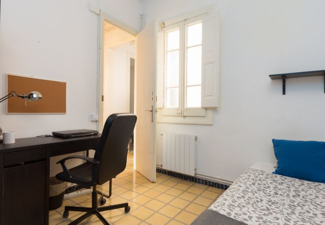 Rent by room in Barcelona - Arco Triunfo Residence H2