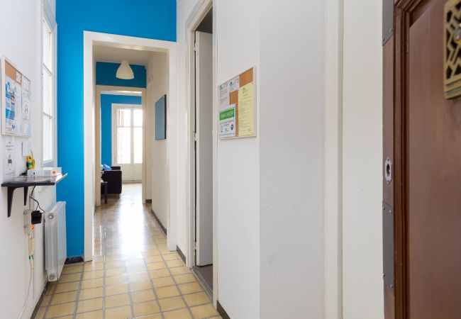 Rent by room in Barcelona - Arco Triunfo Residence H3