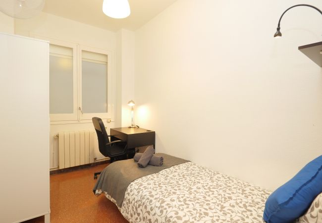 Rent by room in Barcelona - Rocafort Residence H2