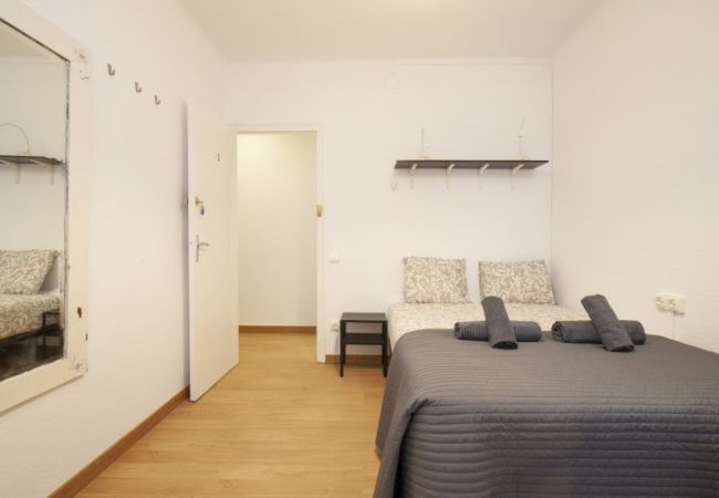 Rent by room in Barcelona - Santa Eulalia Residence 2.3 R3